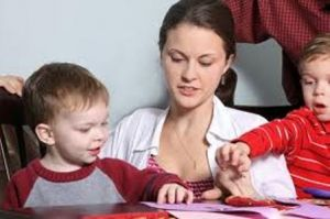 """""""მყავს შვილი"""" - ანუ რა წინააღმდეგობები ხვდებათ ახალგაზრდა დედებს"""